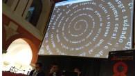Javier Fernández, Pablo García Casado y Belén Gache [izquierda a derecha] durante su presentación; en la pantalla Dedicatoria espiral de Belén Gache Getting ready para el comienzo de la segunda […]